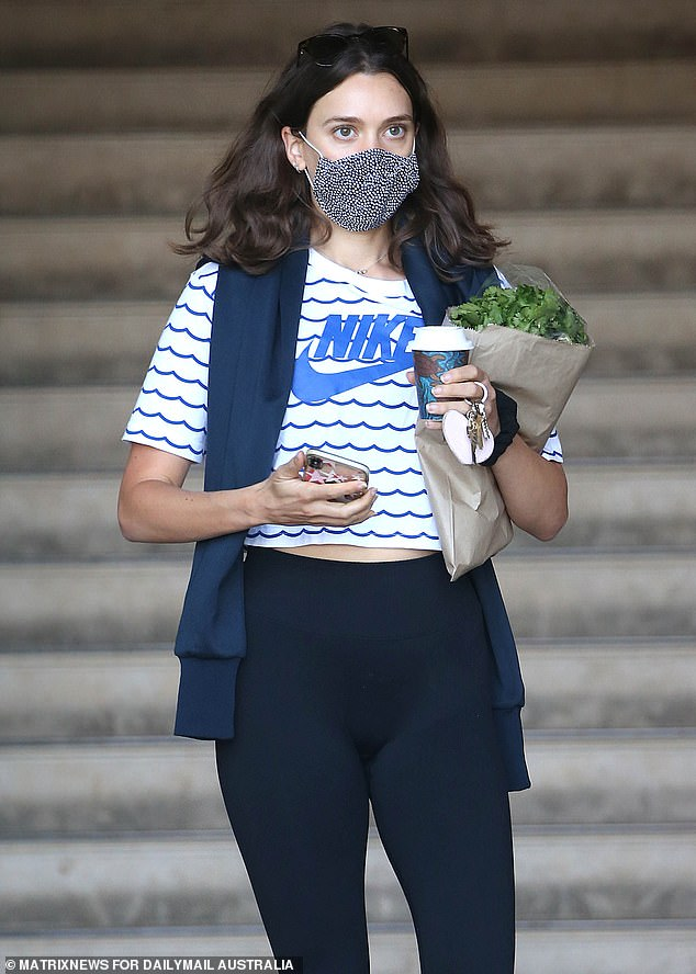 Buying a coffee while wearing a mask and obeying health regulations is really not that hard