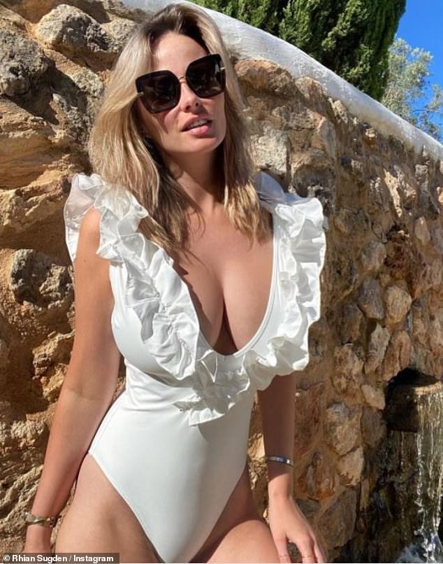 Tanning: Glamor model reveals she was preparing to shoot for her 2022 calendar