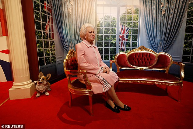 , Waxwork of Queen is paraded along Blackpool promenade before being unveiled in Madame Tussauds, The Today News USA