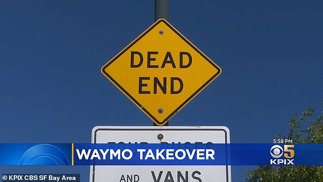 The street has a sign notifying oncoming traffic that the street is a dead end