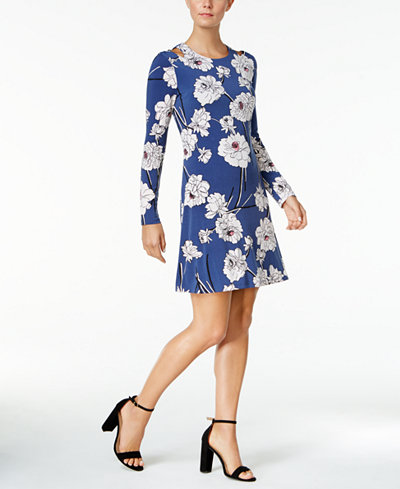 Jessica Hart Wears Retro Dress At New York Fashion Week