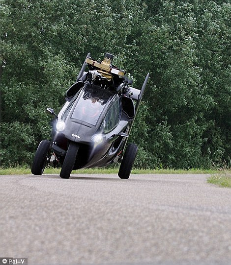 The craft is fitted with a similar handling system to that of a motorbike, which relies on the driver tilting the vehicle with a control stick both on the ground and in the air