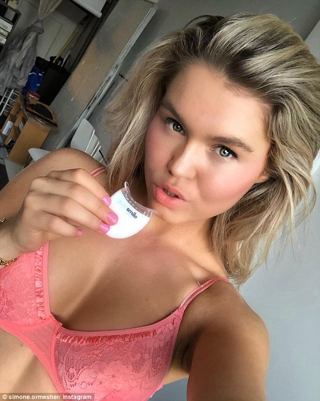 Bachelor In Paradise Star Simone Ormesher Flaunts Her Cleavage