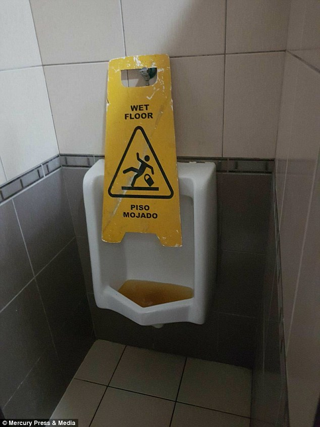 The urinals at the hotel were also blocked, as seen by this image