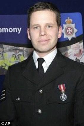 Le sergent-détective Nick Bailey faisait partie des premiers policiers sur les lieux et a lui-même été hospitalisé