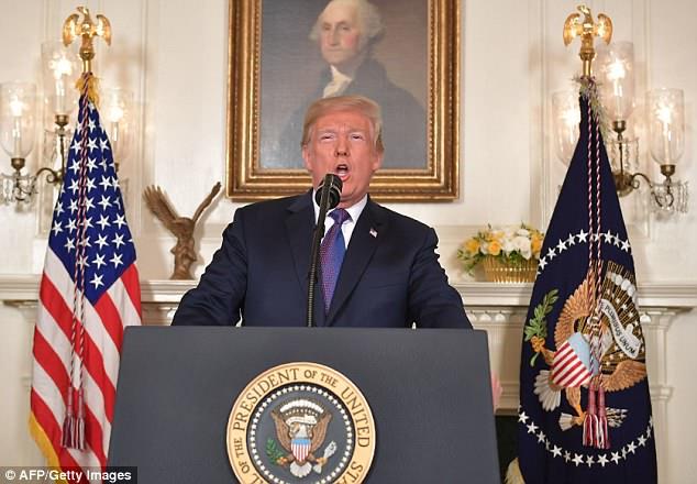 Los oficiales fueron desplegados una hora después de que Donald Trump anunciara un ataque militar en Siria, en la foto de arriba, dirigiéndose a la nación el viernes.