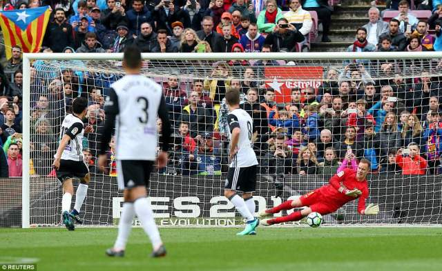 Daniel Parejo scored a late penalty for Valencia but it proved to be nothing more than a consolation for the visitors