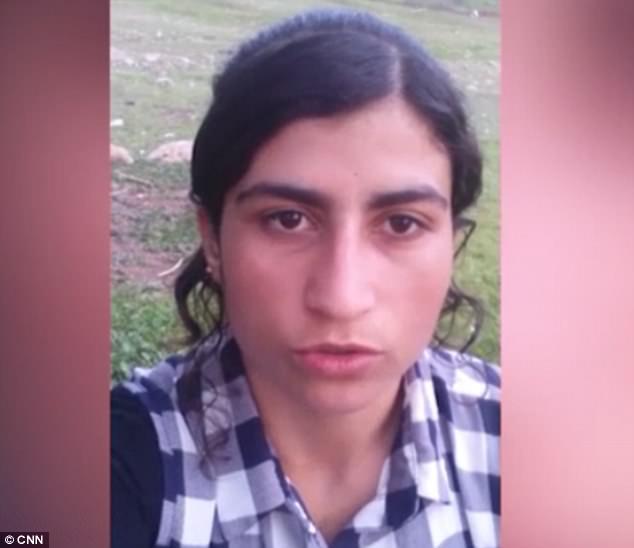 La primera esclava Yazidi, El Hassani, dijo que compró en un mercado por $ 10,000 una niña de 17 años llamada Soad (foto de arriba)