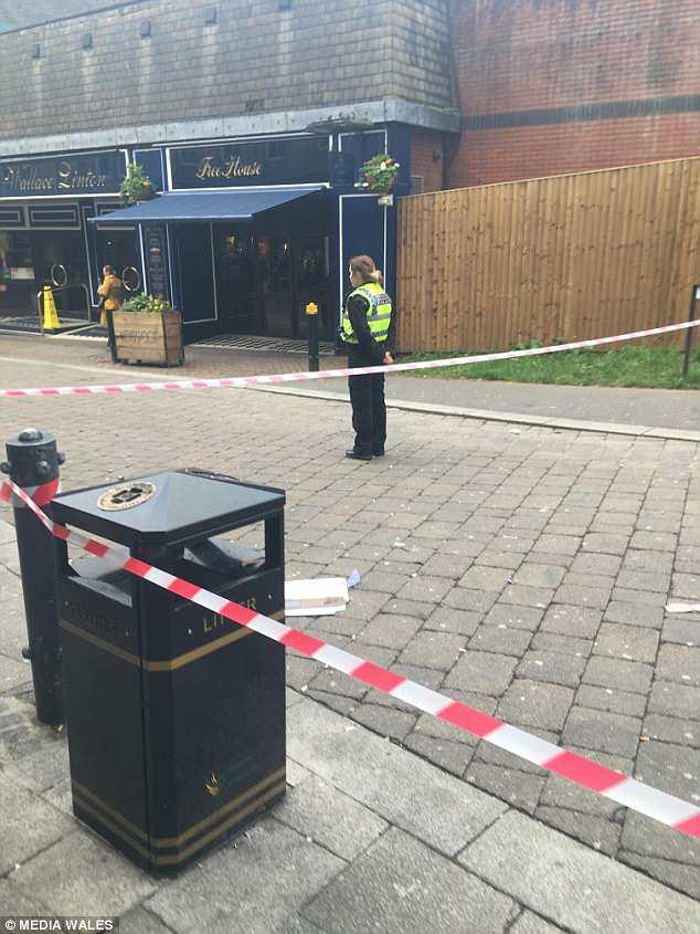 Según los informes, dos mujeres sufrieron lesiones que cambiaron su vida tras el accidente en Cambrian Road, Newport, mientras las otras dos víctimas, un hombre y una mujer, también reciben tratamiento en el hospital.