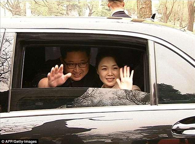 'Se cree que la esposa de Kim Jong-un, Ri Sol-Ju, dio lecciones informales de elocución'