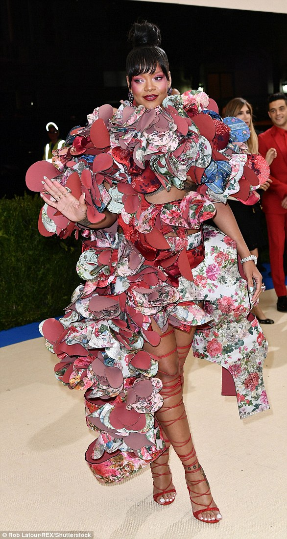 Oh Ri Ri!Last year's exhibition focused on the work of designer Rei Kawakubo and her creations for her fashion house, Comme des Garçons, with Rihanna's ensemble acting as a showstopping tribute to the designer