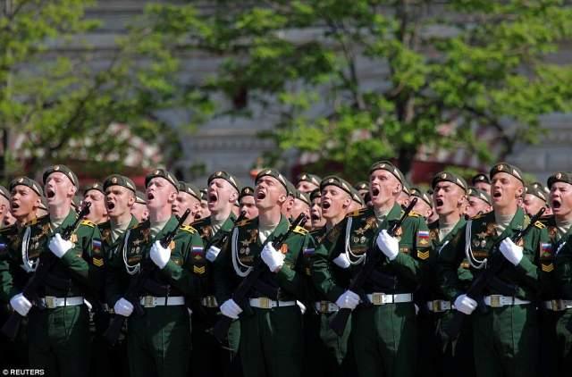 プーチン大統領の演説に応じた兵士たちは、「積極的な国民主義」に対して警告した