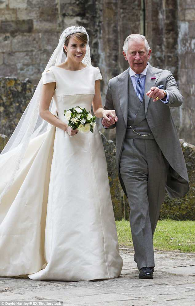 Prince Charles, who walked family friendAlexandra Knatchbull down the aisle at her wedding in 2016, should be the one to replace Thomas Markle, according to royal fans