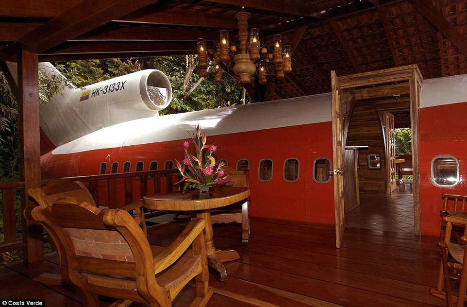 This fully-outfitted fuselage suite jets out from the jungle canopy, affording 'views that will make you feel like you're flying'