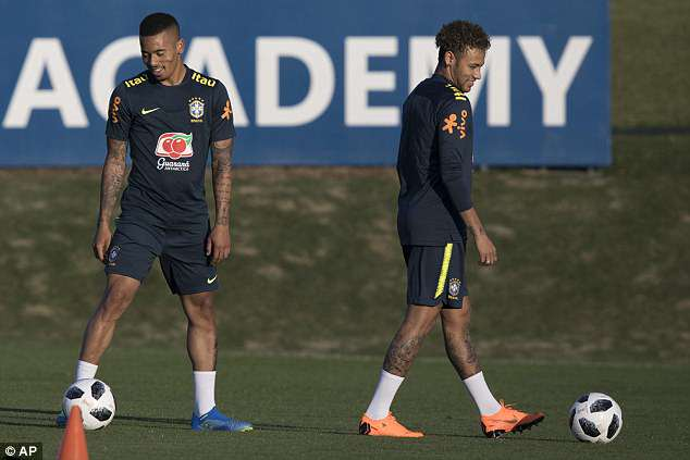 Neymar is back training and using the foot of which he broke a metatarsal earlier in the year