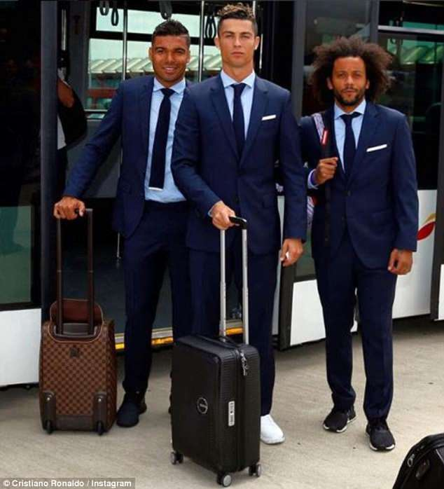 Cristiano Ronaldo posted a picture in between Casemiro (left) and Marcelo (right)