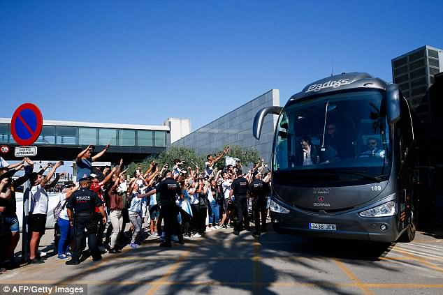 The team bus was surrounded by supporters who tried to catch a glimpse of their heroes