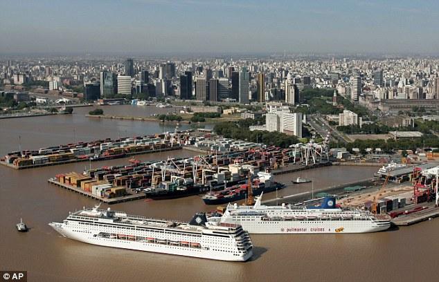 El puerto en la capital de Argentina, Buenos Aires.
