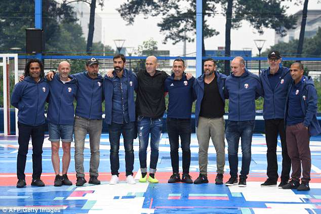 (L-R) Christian Karembeu, Fabien Barthez, Lionel Charbonnier, Robert Pires, Zinedine Zidane, Youri Djorkaeff, Vincent Candela, Alain Boghossian, Laurent Blanc and Sabri Lamouchi