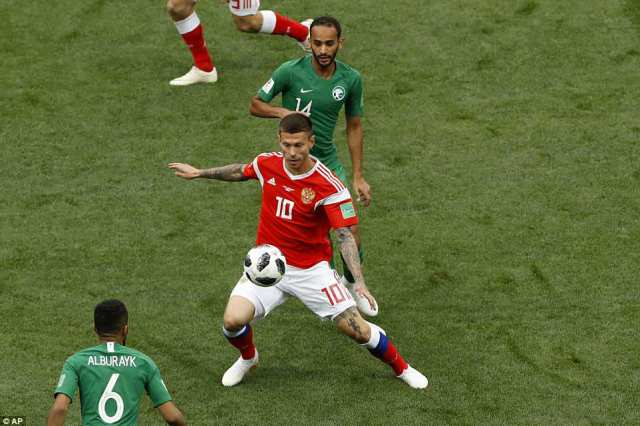 Fyodor Smolov (centre) tries to control the ball under pressure from two Saudi Arabia players during the opening exchanges