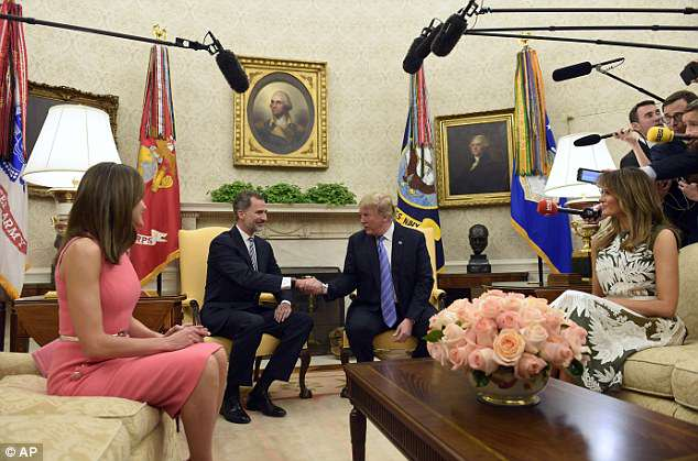 President Donald Trump, second from right, and first lady Melania Trump, right, welcome Spain's King Felipe VI, second from left, and Queen Letizia, left, to the Oval Office
