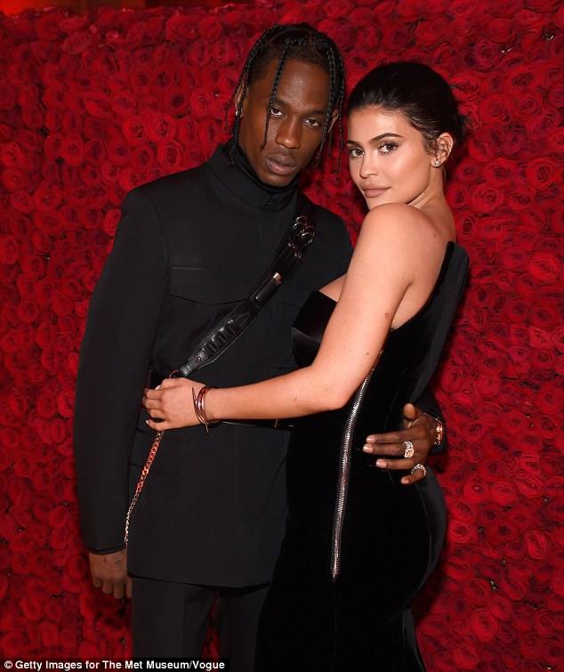 Familie: Der Keep-Up mit dem Kardashians-Star, der drei Häuser besitzt, wir lud ihre Tochter im Februar mit dem Rapper Travis Scott ein, 26