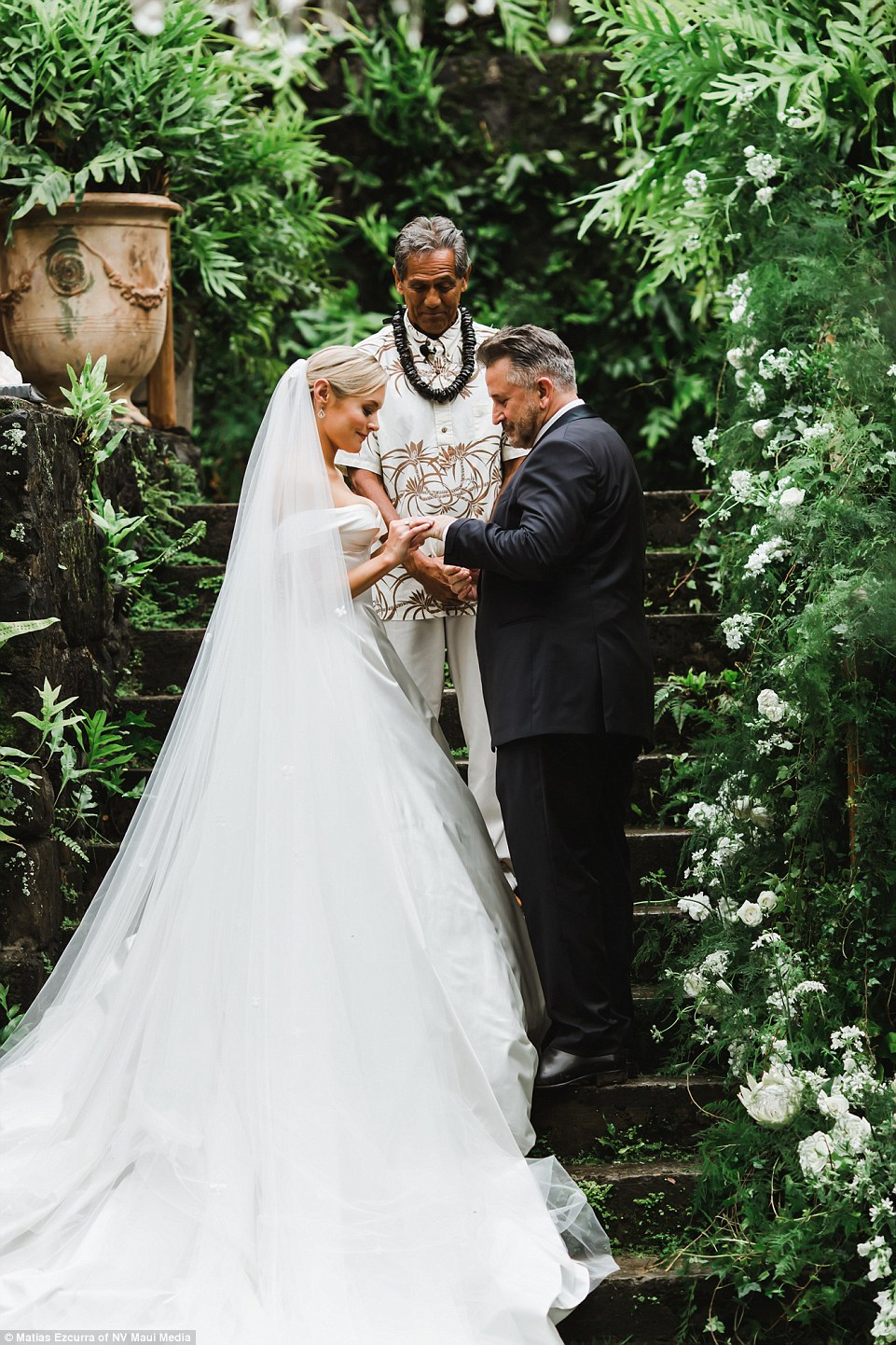 PICTURED Anthony LaPaglias Hawaiian Wedding To Alexandra