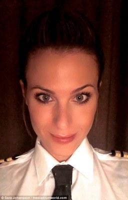 Sara snaps a selfie for Instagram