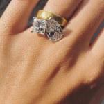 Emily Ratajkowski show off engagement ring