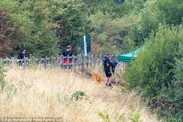 Taucher haben letzte Nacht den Körper eines jungen Mannes vom Jubilee River in Slough, Berkshire, geborgen