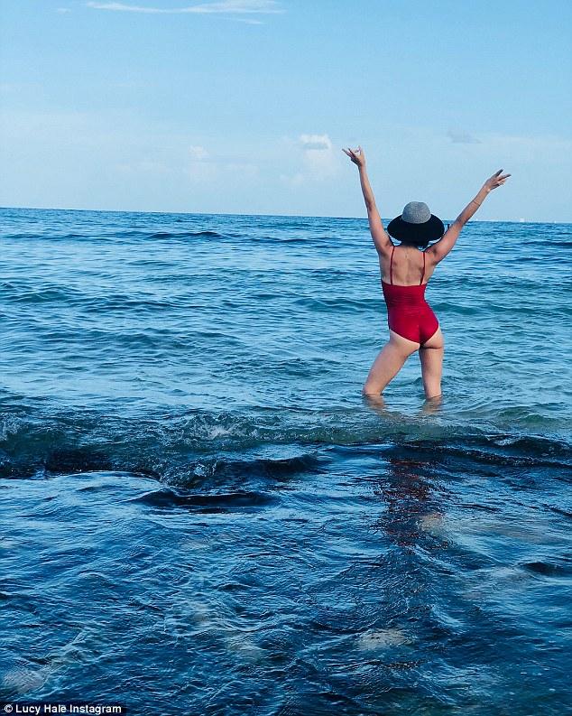 Sunshine: Die Sängerin ist kürzlich mit ihrem Kumpel von einem Urlaub in Mexiko zurückgekehrt; Die Freunde genossen Ende Juli den Strandurlaub