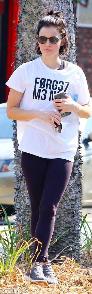 Lässig: Der Star hat ihre Beine in hautengem Hintern gezeigt, als sie zu ihrem Auto nach dem Training ging