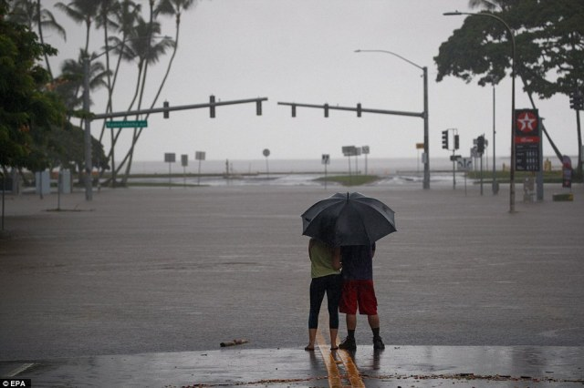 Hawaii has continued to weather unrelenting rains on early Saturday as Hurricane Lane slowly skirts the island state