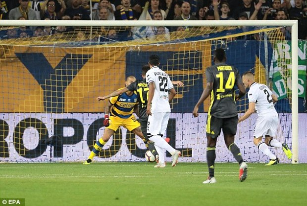 Mario Mandzukic turned home early on to give Juventus the lead with his second of the season