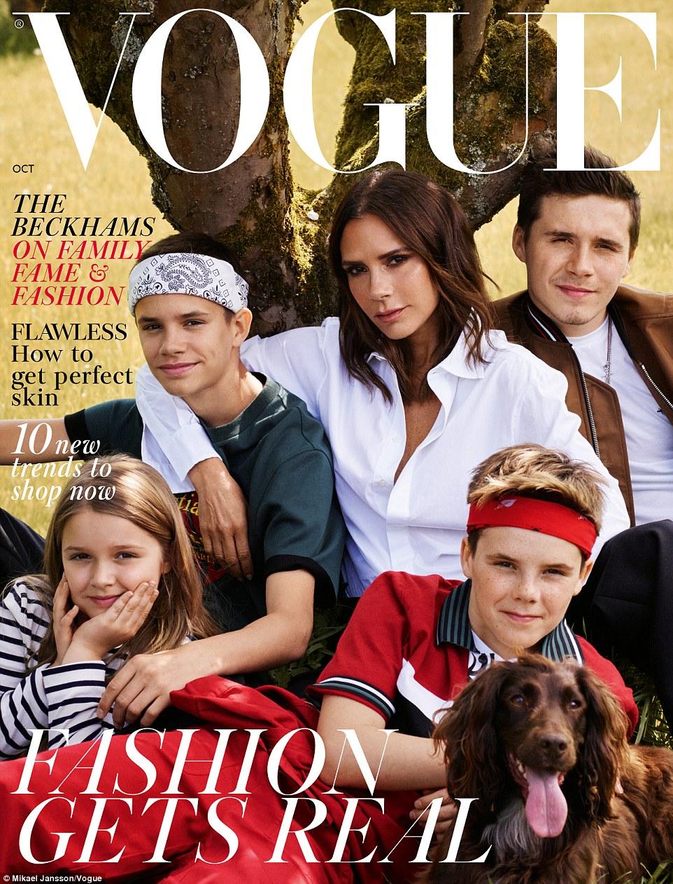 Maman fière: Pour l'édition d'octobre de la publication emblématique, le couple de superstars a pris part à un photoshoot avec toute leur famille - les enfants Brooklyn, 19 ans, Romeo, 16 ans, Cruz, 13 ans, Harper, sept ans, et même leur cocker bien-aimé. Olive - mais David n'est visiblement pas sur la couverture