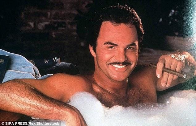 Reynolds, connu pour sa virulence virile, était un sex-symbol des années 1970 après avoir été mis en avant dans les séries télévisées Gunsmoke et Dan August (dans une publicité pour son activité de catalogue de courrier de luxe)