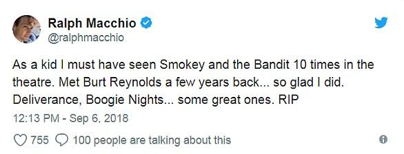 D'une icône à l'autre: Ralph Macchio a déclaré: «En tant qu'enfant, j'ai dû voir Smokey et le bandit à l'heure du théâtre. J'ai rencontré Burt Reynolds il y a quelques années ... je suis ravi de l'avoir fait '