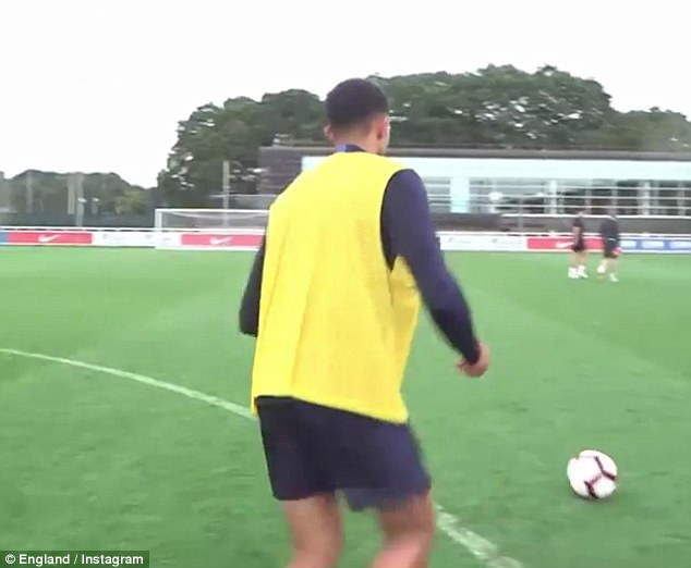 To settle the debate, Lingard says he'll only shakes hands if the Liverpool man hits the bar