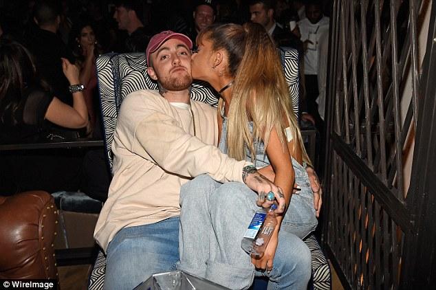Elle a déménagé: Ariana a terminé sa relation de deux ans en mai. Elle est maintenant fiancée à la star de SNL, Pete Davidson.