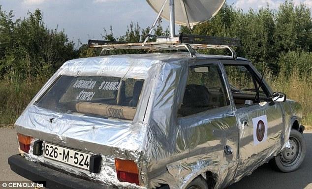 """La distintiva auto Yugo è stata lanciata sul mercato in Bosnia ed Erzegovina con il nome di """"Yugo 45 Space Warrior"""""""
