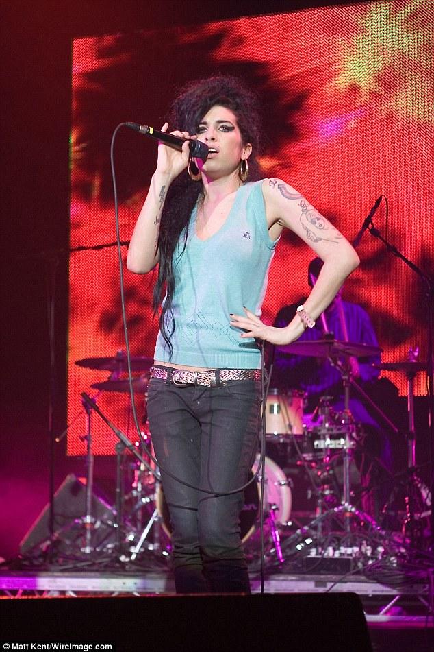 Regret: La machine à sous Let It Be a dit à Amy Winehouse: «Je savais qu'elle avait un problème, et j'ai fini par dire bonjour, elle a dit bonjour, mais après, je pensais que je devrais juste la suivre - Hey, Amy, écoutez, vous êtes vraiment bien