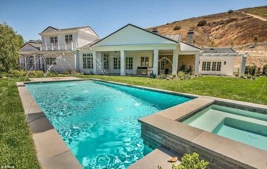 Kylie Jenner sells off spare Hidden Hills home for $6.7 ...
