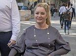 Claire Busby, mère de quatre enfants, photographiée le mois dernier, a perdu son offre de compensation après avoir été «catapultée» d'un lit pendant un rapport sexuel