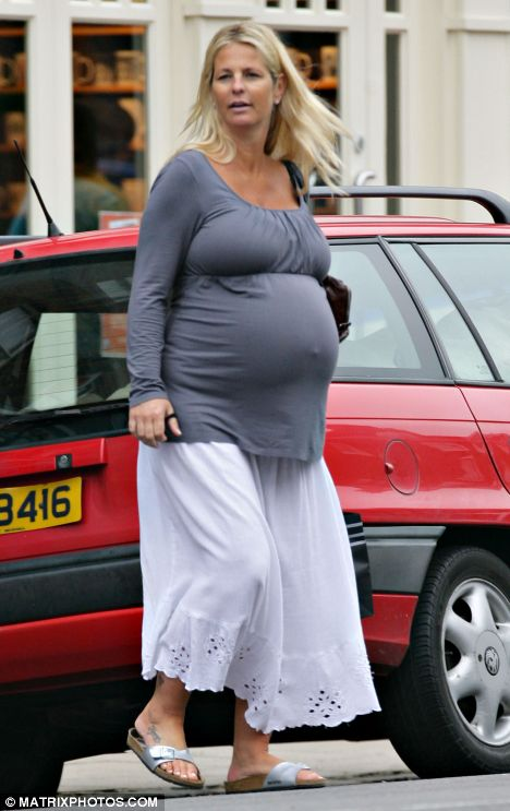 Ready to pop: Heavily pregnant Ulrika Jonsson does some ...