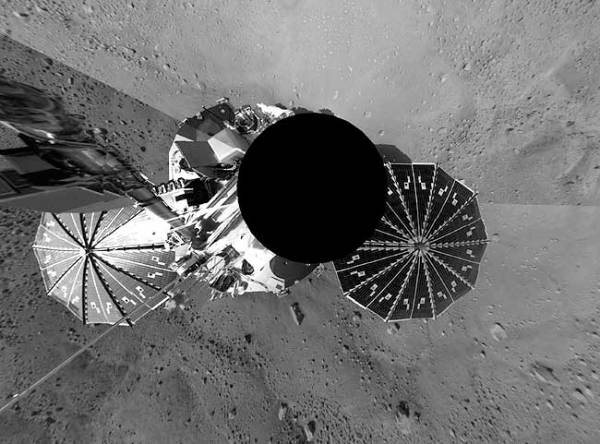 Dramatic new images show Mars probe landed by sixmile