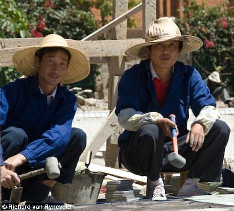 Chinese building workers in Zambia