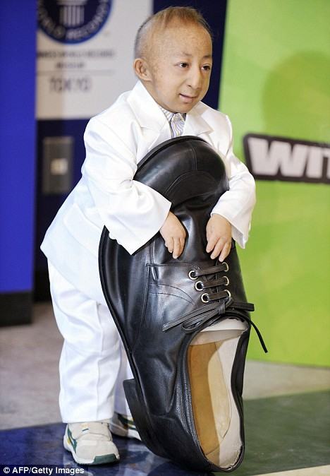 If the shoe fits: World's shortest man meets world's ...