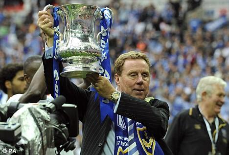 Harry celebra la FA Cup conseguida con el 'Pompey'