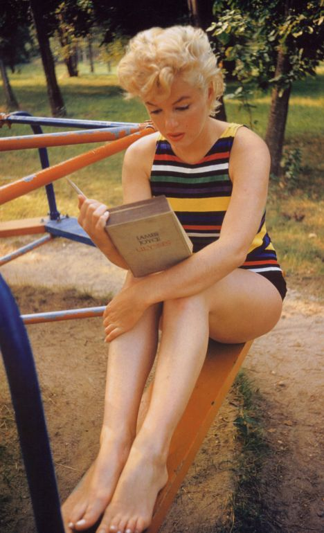 """Marilyn Monroe är en illuster förebild läsandes """"Ulysses"""" (Molly-kapitlet!) från år 1953. Och ja; hon läste boken på riktigt. Hon älskade litteratur."""