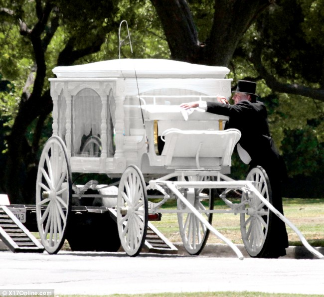 The carriage that will parade MJ around for his fans to say their goodbyes